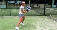 Carolina Navarro entrenando voleas